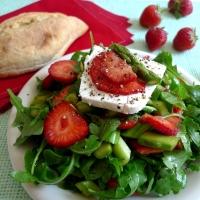 Frühsommer-Salat mit Erdbeeren und Spargel