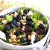 Salat mit Heidelbeeren und Ziegenkäse