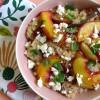 Quinoa-Salat mit Pfirsich und Feta
