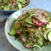 Nudelsalat griechisch: mit Kritharaki, Sprossen und Kichererbsen