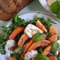 Fruchtigfrischer Papaya-Mozzarella-Salat