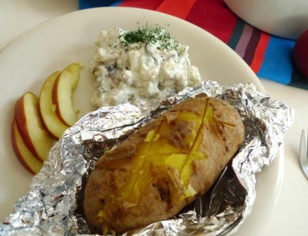 Start in die Fastenzeit mit Heringsalat und Folienkartoffel