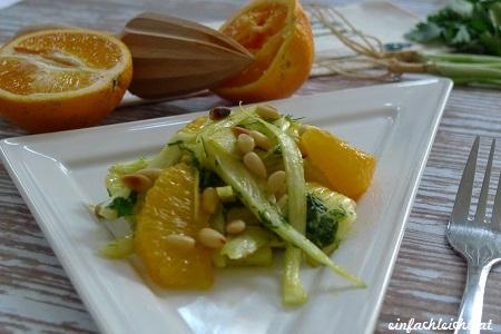 Orangen-Fenchel-Salat mit gerösteten Pinienkernen