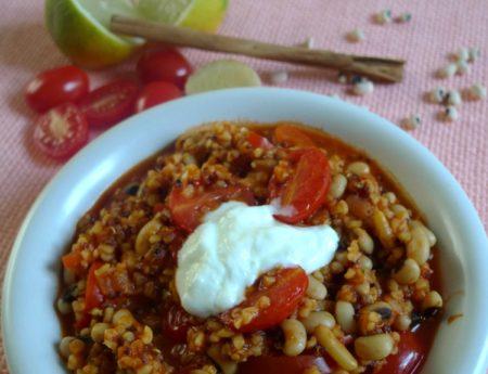 Mmmh – Eintopf mit Bulgur, Quinoa, Bohnen und Tomaten