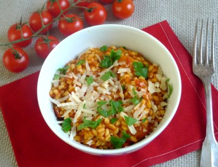 Feurig rotes Eblytto mit Tomaten