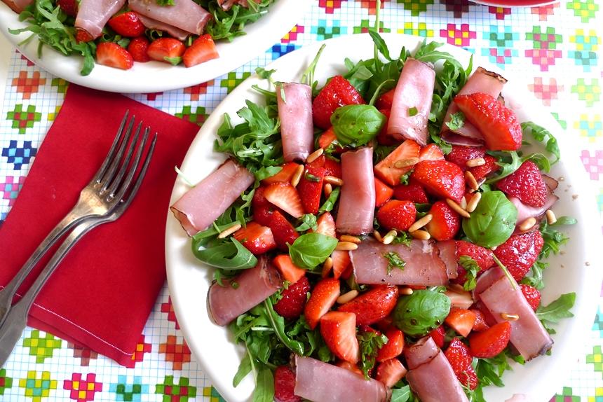 Erdbeersalat mit Rucola und Rohschinken