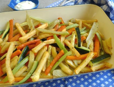 Ofengemüse mit Frites und Joghurtdip