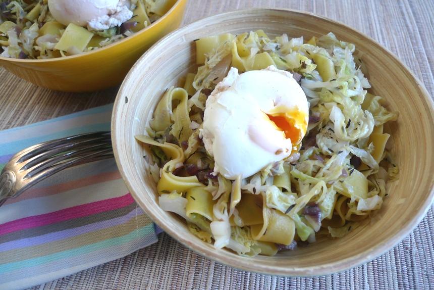 Fettucini mit Wirsing und pochiertem Ei