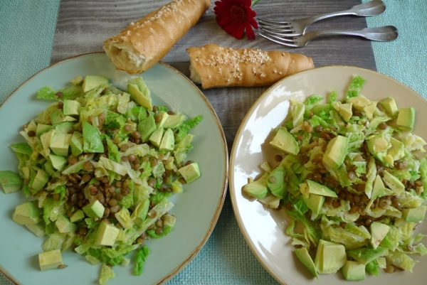 Salat mit Wirsing, Linsen und Avocado #KrautRockt