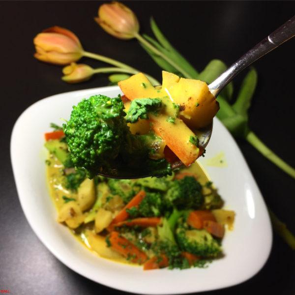 Gemüsecurry mit Brokkoli von Backen mit Leidenschaft