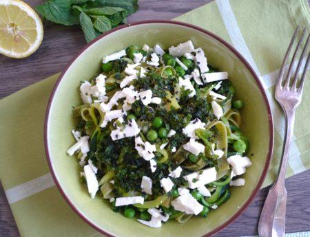 Alles im grünen Bereich: Pasta mit Zudeln und Minze