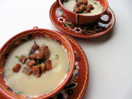 kohrrabicremesuppe-mit-oliven-knoblauch-croutons_giftigeblonde