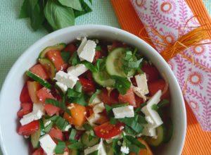 Fruchtiger Salat zum Start in den Sommer